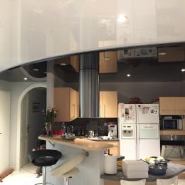 plafond cuisine laqué blanc et noir décaissé