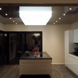 plafond tendu lumineux et laqué gris