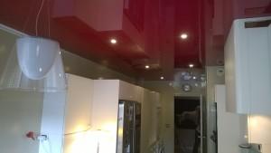 plafond cuisine rouge laqué