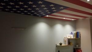 chambre avec plafond imprimé