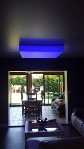 cube rétroéclairé bleu