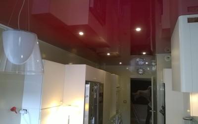 cuisine plafond laqué rouge